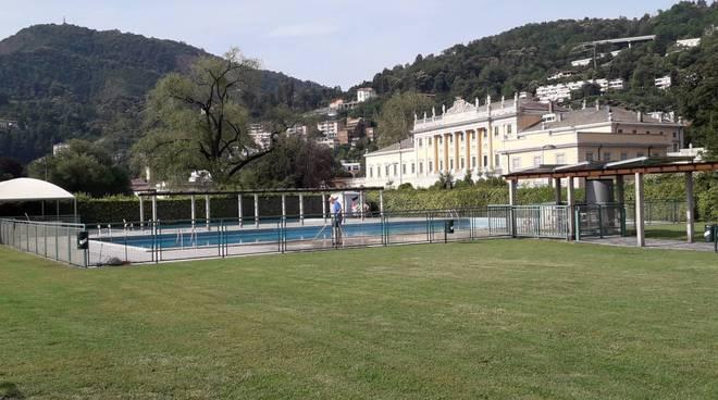 riapertura del lido di villa olmo piscina e ombrelloni