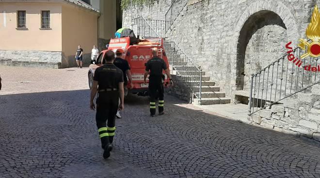 atterraggio di emergenza con parapendio sopra faggeto lario pompieri a recuperarlo