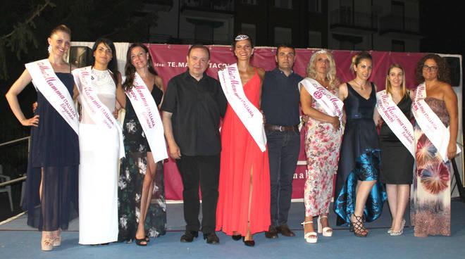 concorso miss mamma sul palco di Lambrugo, le vincitrici