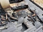 incendio al tetto di una locanda a Casasco Intelvi, i pompieri in azione