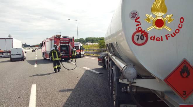 incidente autostrada a9 cisterna contro camion soccorsi pomnpieri