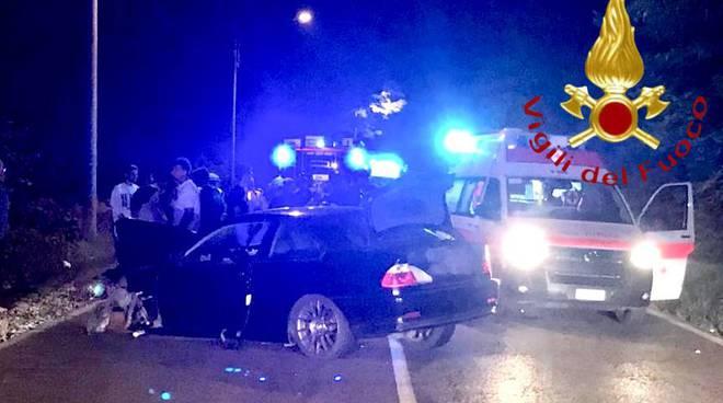 incidente notte mariano comense scontro tra auto una ribaltata