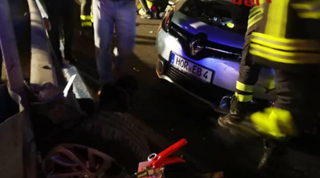 incidente via asiago tavernola, auto sbanda e finisce contro muro soccorsi