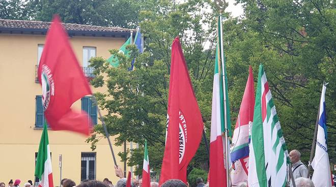 manifestazione anpi e sindacati piazza prepositiurale erba