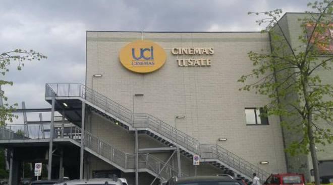 parcheggio uci cinemas montano lucino esterno sala trovato morto in auto