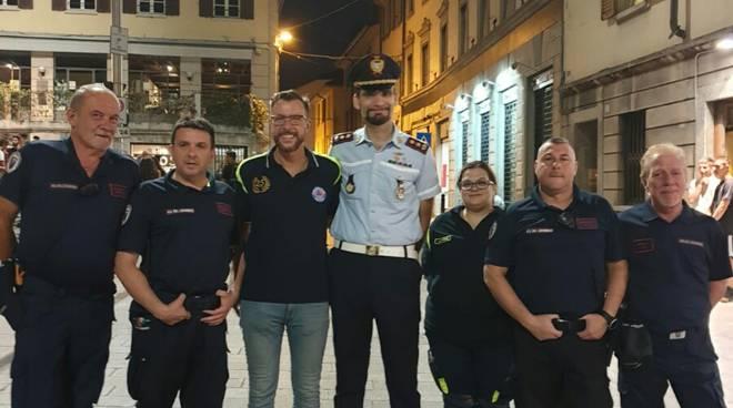 polizia locale cantù in piazza per mercoledì drink contrasto droga e spaccio