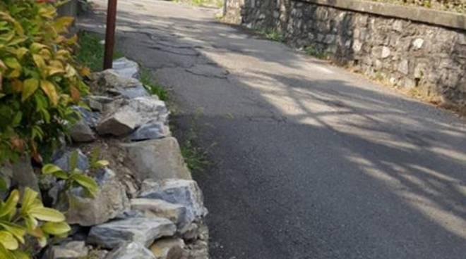 protesta residenti monte olimpino per via artaria non pulita e non asfaltata