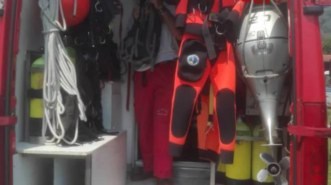 sommozzatori pompieri ricerche giovane florijana scomparsas lago di como a musso