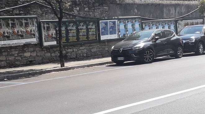 turisti a como e parcheggi liberi via dottesio estate 2019 caldo como