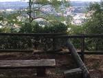 Degrado e sporcizia verso il Castel Baradello: le foto della nostra lettrice