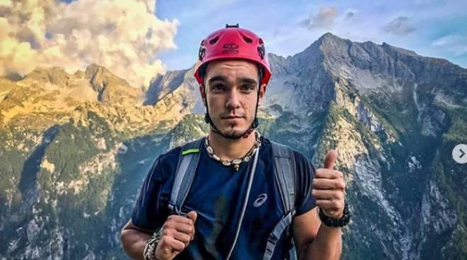 elia baraldi di erba da instagram morto durante scalata monte bianco
