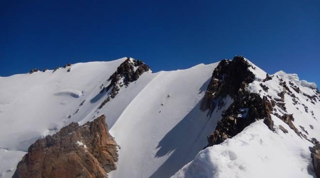 escursionista di erba precipita al Monte Bianco cresta del Brouillard