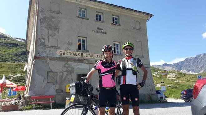 Fausto Cleirci atleta non vedente in tandem con amico fino alla vetta dello Spluga