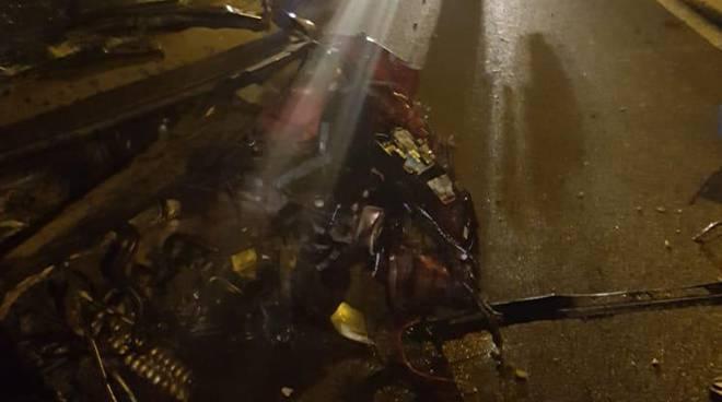 incidente castelmarte auto fuori strada nella notte soccorsi pompieri