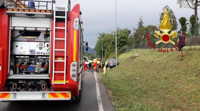 incidente frontale provinciale lurago d'erba scontro auto e furgone