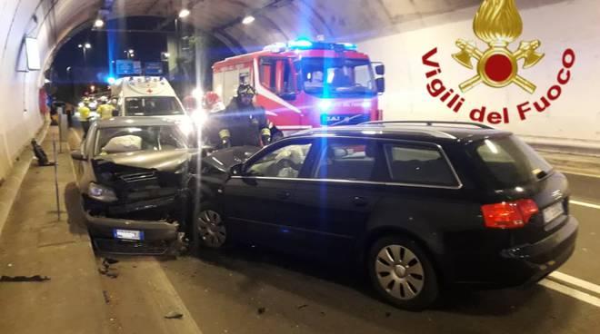 incidente galleria di Nobiallo Menaggio, due auto coinvolte soccorsi pompieri