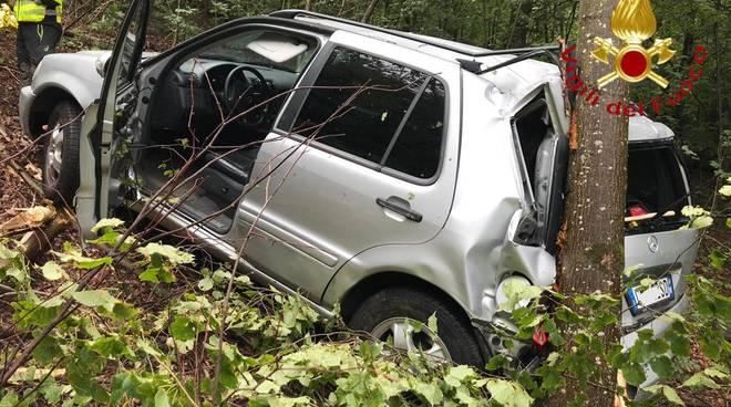 incidente gravedona auto fuori strada e nel dirupo