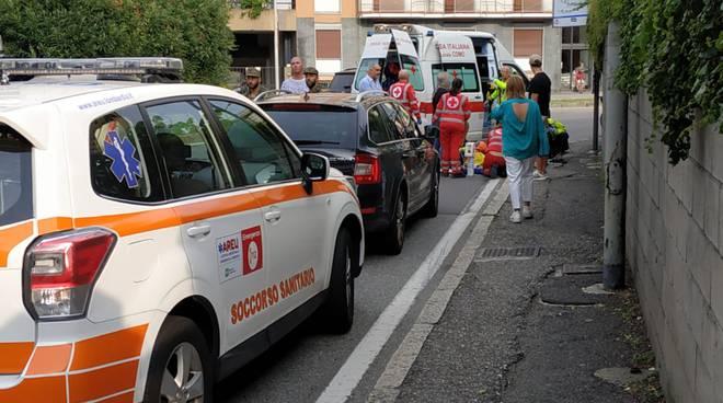 incidente viale masia a como automobilista finisce a terra soccorso