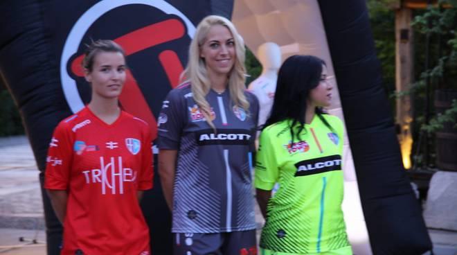 le nuove naglie del calcio femminile Acf Como presentazione a Novedrate