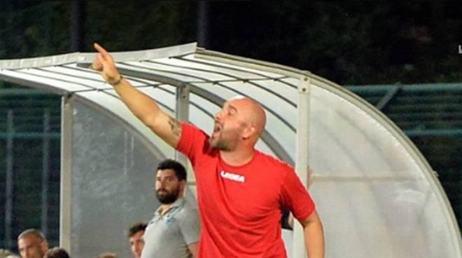 marco banchini allenatore del como in panchina coppa italia con renate