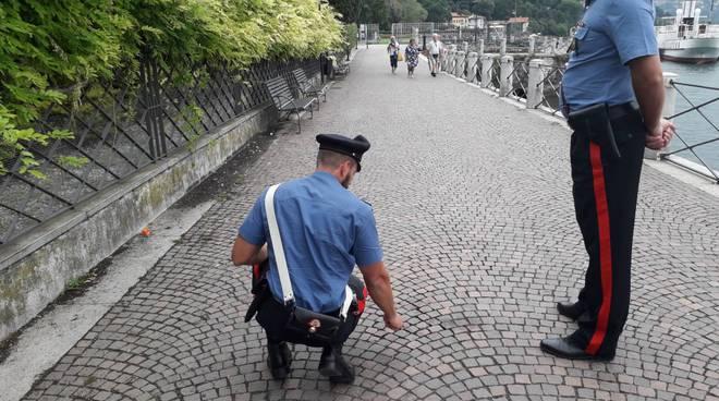 rissa passeggiata di villa olmo carabinieri posto contatto e macchie di sangue per terra