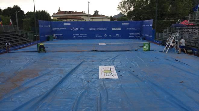 tennis como terza giornata con pioggia e telone sul campo poi robredo e baldi