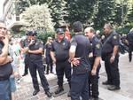 vigilanza privata presidio davanti alla prefettura di como protesta di questa mattina