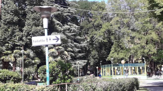 bagni pubblici aperti ai giardini a lago zona exminigolf