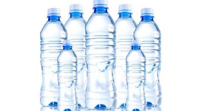bottiglie di plastica generica per plastic free confcommercio como