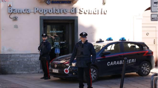 carabinieri di turate posto di blocco controllo generico
