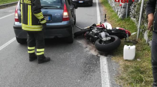 grave incidente auto moto oggi a grandola sulla regina, moto contro auto