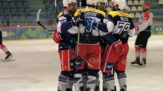 hockey como debutto in campionato a cavalese vittoria