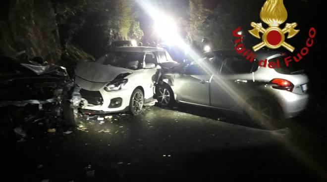 incidente corrido notte auto distrutte soccorsi pompieri