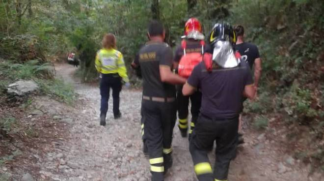 incidente monte goy albate auto con due pensionati nel burrone
