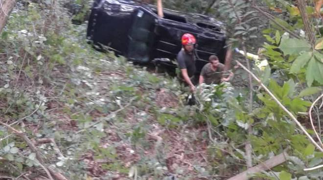 incidente monte goy albate auto con due pensionati nel burrone