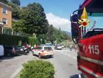 incidente via per cernobbio auto contro furgone e poi sul marciapiede