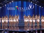 miss italia vincitrice e palco ragazze partecipanti alla finale