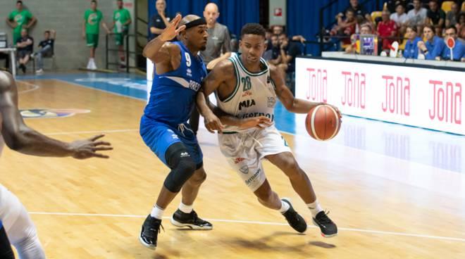 pallacanestro cantù san bernardo a desio derby con germani brescia