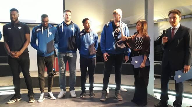 presentazione agli sponsor acqua san bernardo cantù basket maschile
