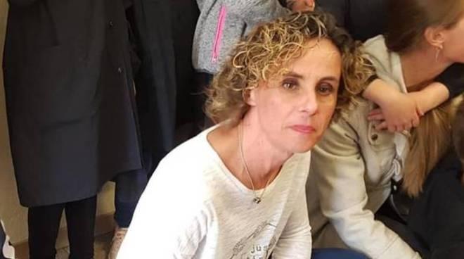 romina furfaro insegnante scomparsa dalla zona di Mozzate le sue immagini in classe