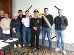 sindaco olgiate con comandante carabinieri prima dell'incontro con fedeli in chiesa