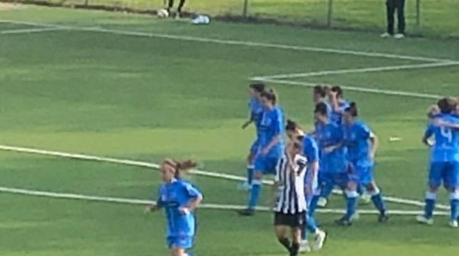 acf como calcio femminile vittoria sulla juve a mariano, verga con autori inno