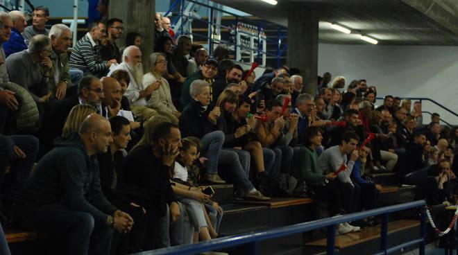 albesevolley vince debutto in casa contro conad esultanza ed immagini tifosi