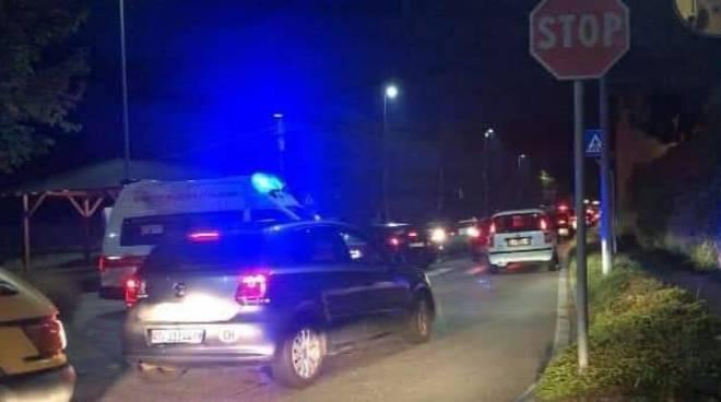 autostrada chiusa di notte grande caos a lazzago breccia ed altre strade, auto coda notte