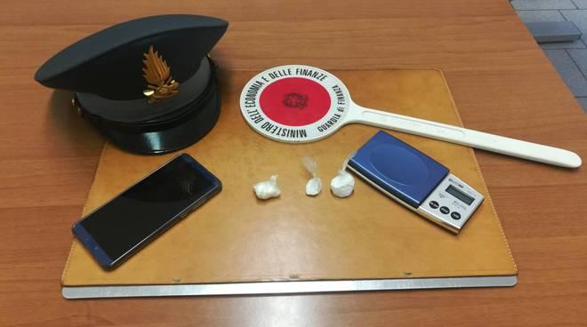 cocaina intercettata dalla finanza di erba a merone spacciatore arrestato parcheggio