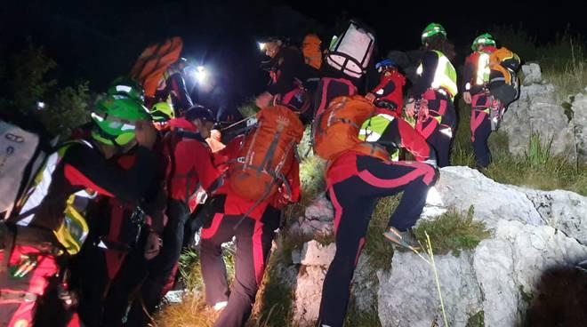 escursionista di merone precipita in un burrone corno birone civate recuopero soccorso alpino notte
