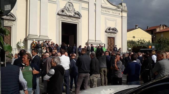 funerale di sergio mascheroni a veniano, arriva anche il Crotone calcio per addio