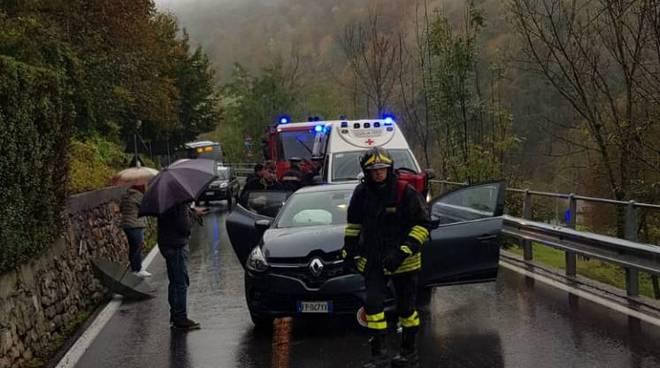 incidente alta valle intelvi scontro frontale tra due auto