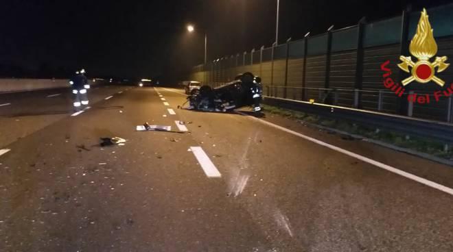 incidente autostrada a9 fino e lomazzo, auto ribaltate notte