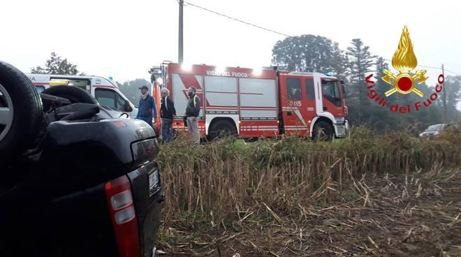 incidenti stradali questa mattina auto ribaltata via per alzate cantù con pioggia